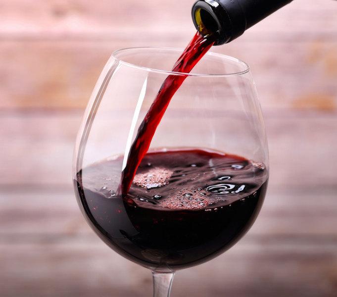 Nova pesquisa indica que vinho tinto combate as cáries