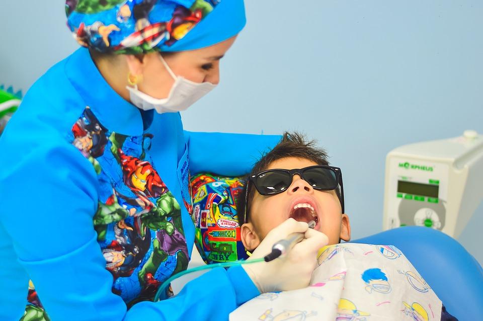 clínica dentária pediátrica