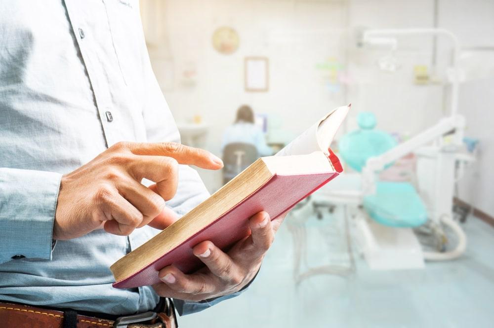 Conheça 10 livros que todo dentista deveria ler