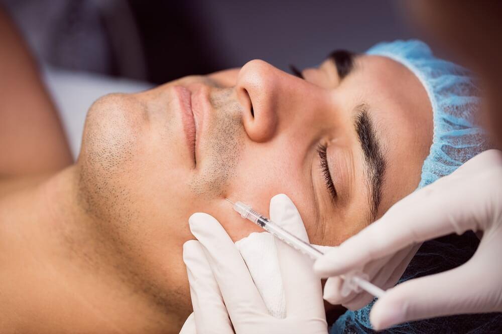 Procedimento de harmonização facial em um paciente do sexo masculino.