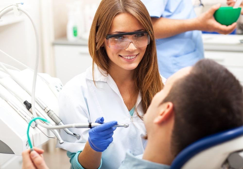 Descubra o que faz um profissional em Dentística Restauradora
