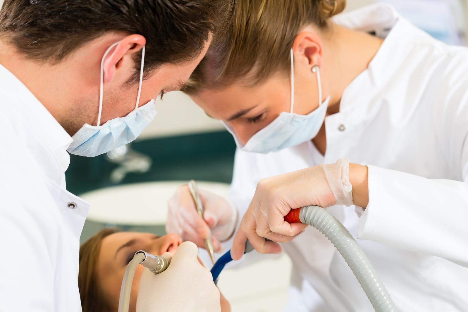 Todo brasileiro pode receber tratamento odontológico no SUS