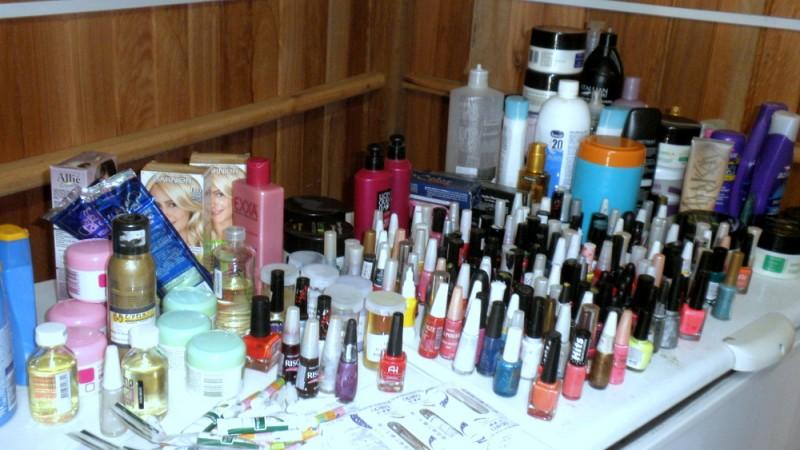 Vigilância Sanitária fiscaliza salões de beleza e lojas de cosméticos