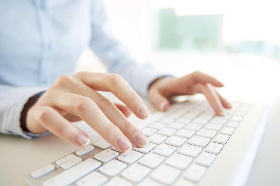 O teclado pode acumular até 400 vezes mais micro-organismos do que o próprio vaso sanitário