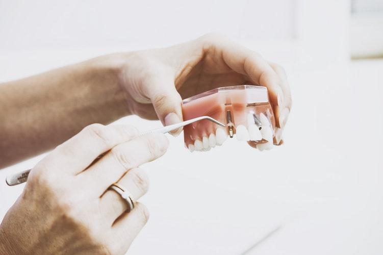 Quanto gasta um estudante de odontologia