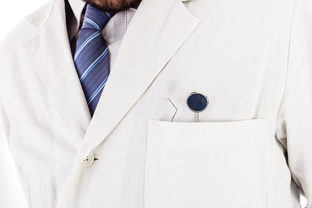 Materiais odontológicos: cuidados com o seu jaleco