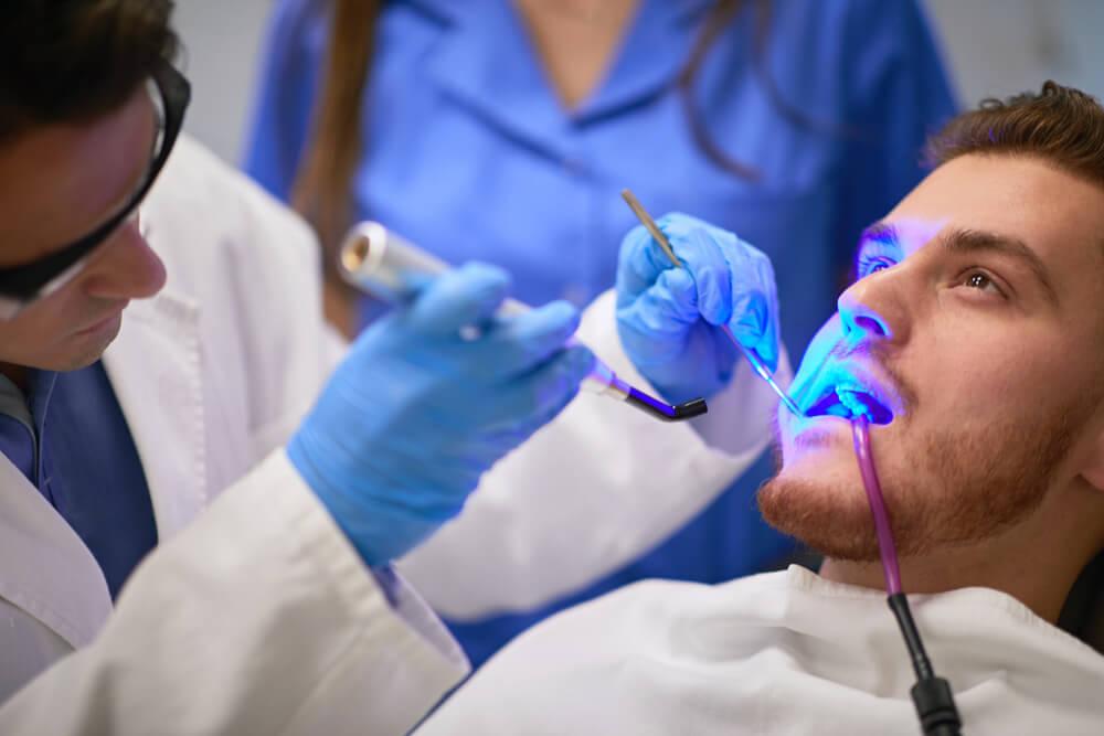 Procedimentos clínicos que demandam fotopolimerização em sua clínica