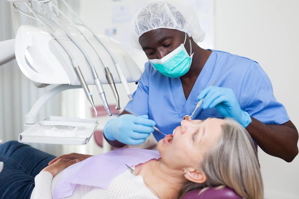 Tratamento de complicações estéticas em próteses do tipo protocolo - Kulzer