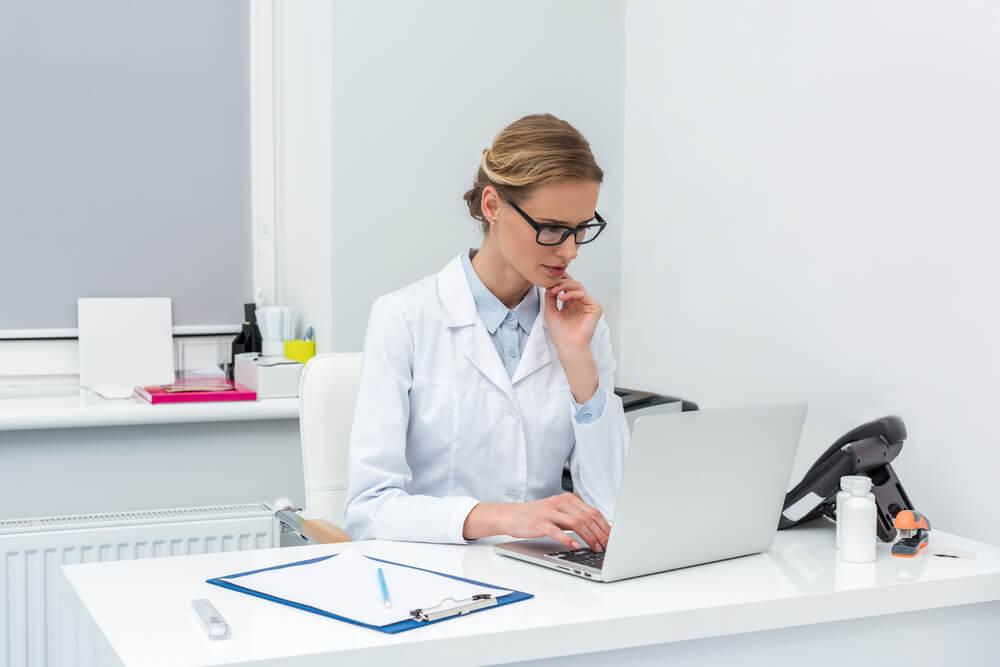 Cursos online para dentistas: confira opções para estudar