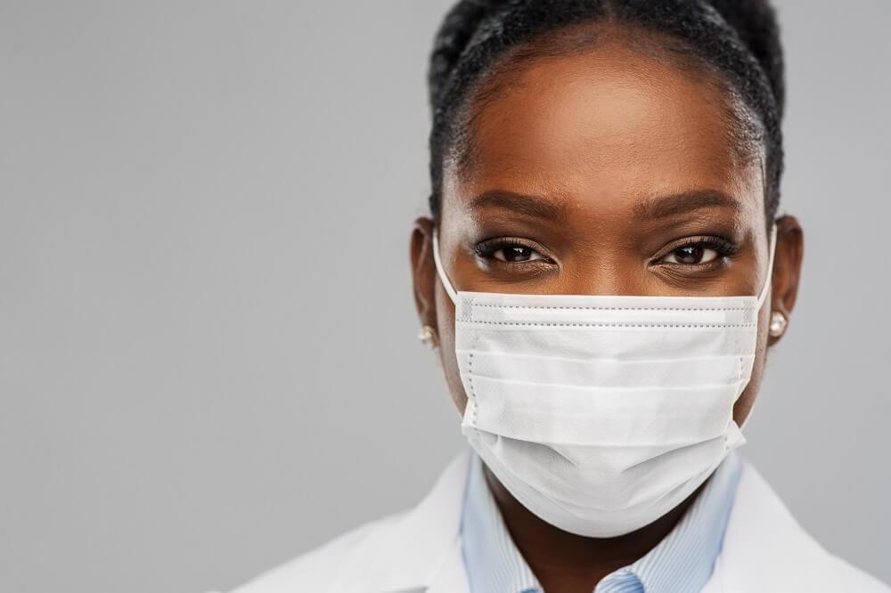 Máscara descartável e cirúrgica: aprenda a escolher a melhor